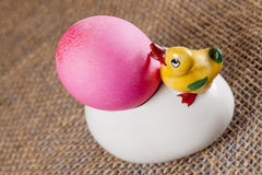 复活节彩蛋,鸭子,碗 图库摄影