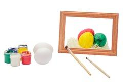 复活节彩蛋绘与在白色背景的刷子为假日 图库摄影