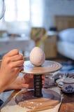 绘画复活节彩蛋 免版税库存图片