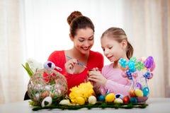 绘画复活节彩蛋 免版税库存照片
