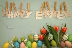 复活节快乐-郁金香和鸡蛋 免版税库存图片