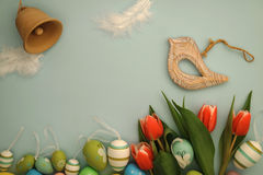 复活节快乐-鸟和响铃 免版税库存图片