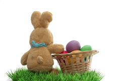 复活节手工制造兔宝宝用在篮子的鸡蛋 图库摄影