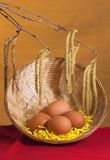 复活节春天花束用鸡蛋 免版税库存照片