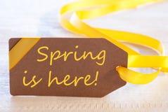 复活节标签,文本春天在这里 免版税库存照片