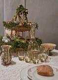复活节桌设置用鸡蛋 免版税图库摄影