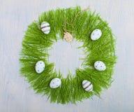 复活节概念用五颜六色的鸡蛋 库存照片