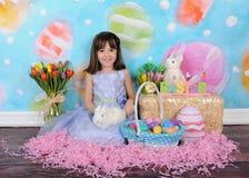 复活节的美丽的小女孩 库存照片