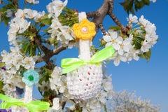 复活节的被编织的篮子 免版税库存照片