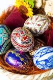 复活节篮子用宏观的鸡蛋 免版税库存图片
