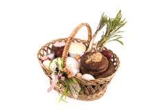 复活节篮子膳食为神晟化,乌克兰 库存图片