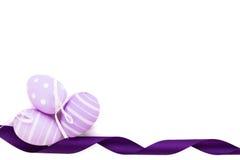 复活节背景用三个传统鸡蛋 免版税库存照片