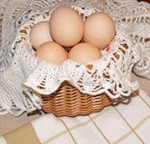 复活节自然鸡蛋 库存照片