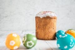 复活节蛋糕用色的鸡蛋 图库摄影