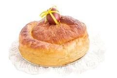 复活节蛋糕La Gubana用在白色的pasch鸡蛋 库存照片