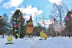 复活节装饰在城市公园 库存图片