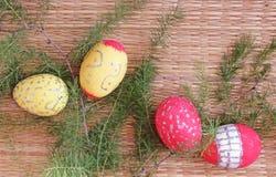 复活节装饰用鸡蛋和冷杉枝杈 库存图片