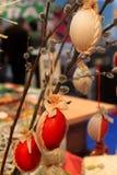 复活节绘了红色鸡蛋 免版税库存图片