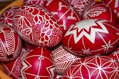 复活节绘了红色鸡蛋 库存图片