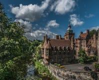 夏令时观点的Village,爱丁堡,苏格兰教务长 免版税库存图片