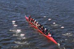 夏克海茨乘员组在查尔斯赛船会人` s青年时期Eights头赛跑  库存图片