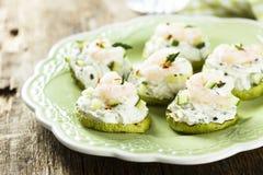 夏南瓜、黄瓜和虾开胃菜 免版税库存照片