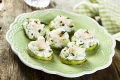 夏南瓜、黄瓜和虾开胃菜 免版税图库摄影
