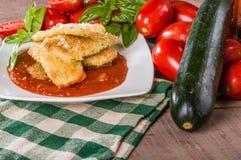 夏南瓜与蓬蒿和南瓜的Paramesan晚餐 库存图片