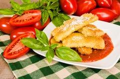 夏南瓜与蓬蒿的巴马干酪晚餐 免版税库存图片