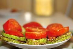 夏南瓜和蕃茄盘 库存图片