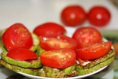 夏南瓜和蕃茄盘 免版税库存照片