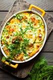 夏南瓜烘烤用在盘的乳酪 免版税库存图片