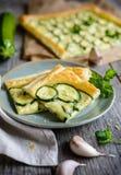 夏南瓜饼用乳酪和大蒜 免版税库存照片