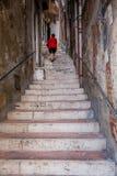 夏卡,意大利- 2009年10月18日:下降f的楼梯 免版税库存照片