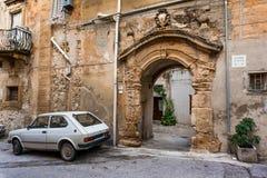 夏卡,意大利- 2009年10月18日:老城市的门在Sciac 免版税库存图片