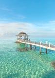 夏天、旅行、假期和假日概念-热带小屋和 免版税库存照片