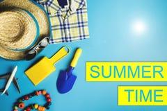 夏天与假期海滩舱内甲板位置的销售海报 库存图片