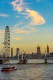 夏天伦敦晚上视图  免版税库存照片