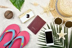 夏天和旅行精华准备,旅行辅助部件 库存图片