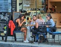 夏天咖啡馆在巴塞罗那 库存照片