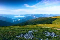 夏天喀尔巴阡山脉的风景 图库摄影