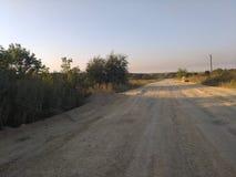 夏天在俄国村庄,多灰尘的路 图库摄影