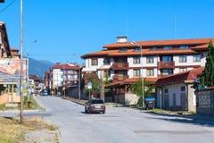 夏天在保加利亚滑雪胜地班斯科,保加利亚的街道视图 库存照片