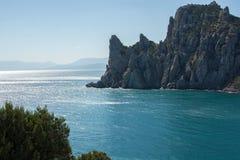 夏天在克里米亚 岩石和海 免版税库存照片