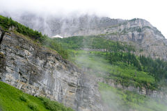 夏天在冰川国家公园在一有雾的天 免版税图库摄影