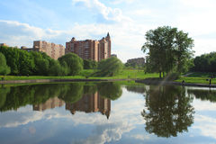 夏天在城市公园 图库摄影