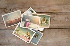 夏天在木桌上的象册 免版税库存照片
