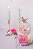 夏天在装饰灯笼和灼烧的蜡烛开花在gr 图库摄影