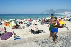 夏天场面Ipanema海滩里约热内卢 图库摄影