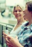 夏天大阳台的女性朋友 免版税库存照片